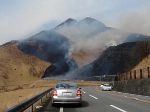 1-由布岳の野焼