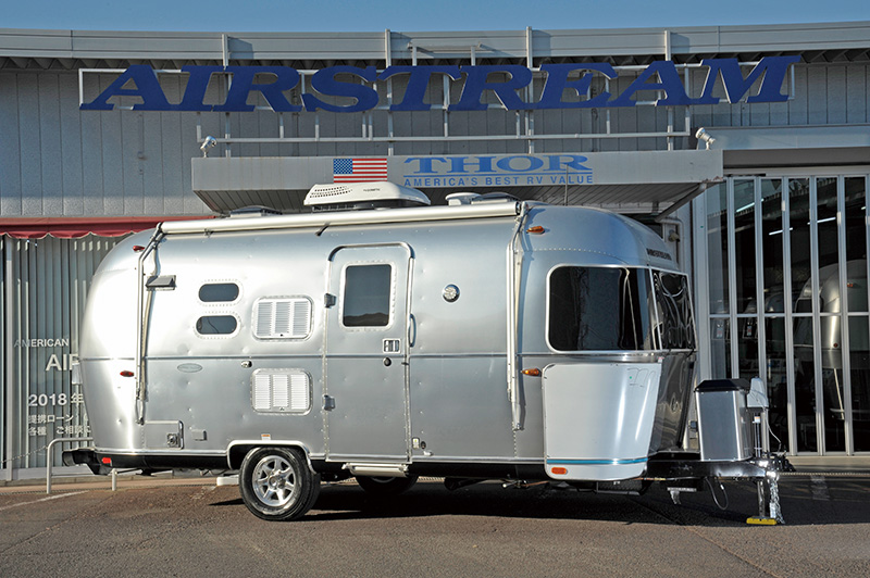 AIRSTREAM-FlyingCloud20ft-gaikan