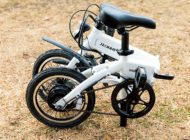 キャンプ場での移動に最適! 電動アシスト付き折りたたみ自転車 JECHAM